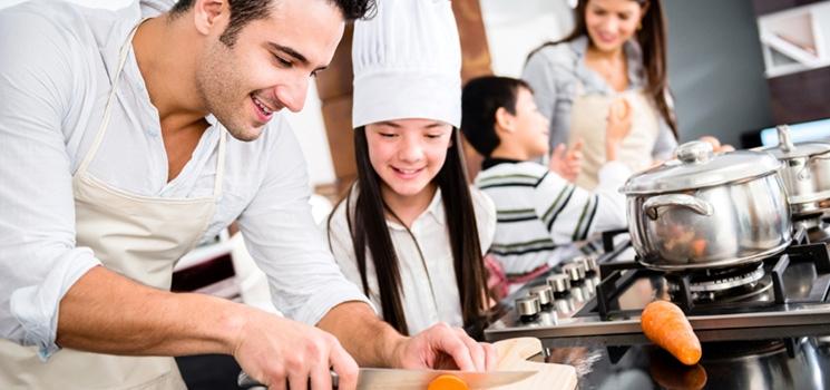 dạy trẻ nấu ăn
